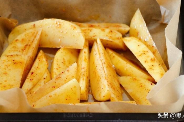 土豆不用炒,撒點辣椒面和燒烤粉鹹香軟糯