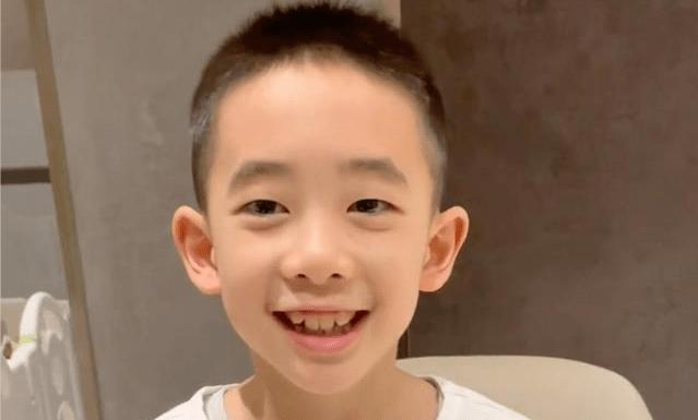 應采兒兒子展現語言天賦,7歲的Jasper能說6地方言