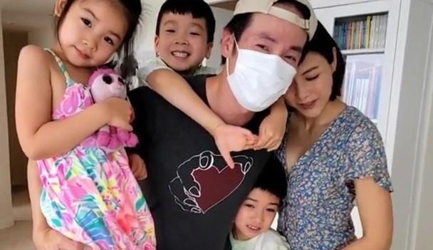 陳豪拍完外景回家受到家人熱烈歡迎,陳茵媺曬一家五口相聚的全家福