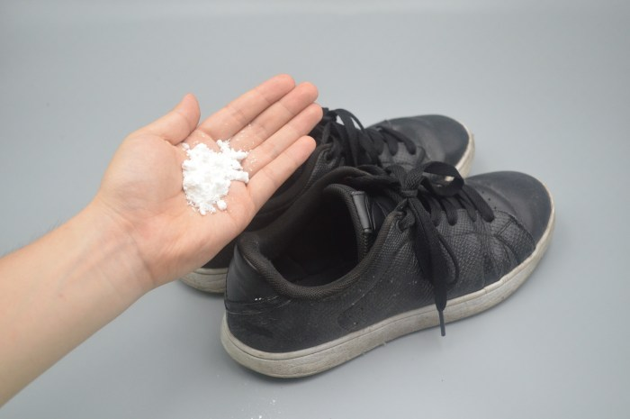 不管鞋子有多脏在鞋里撒一把,臭味轻松清除,穿一天都没汗臭味