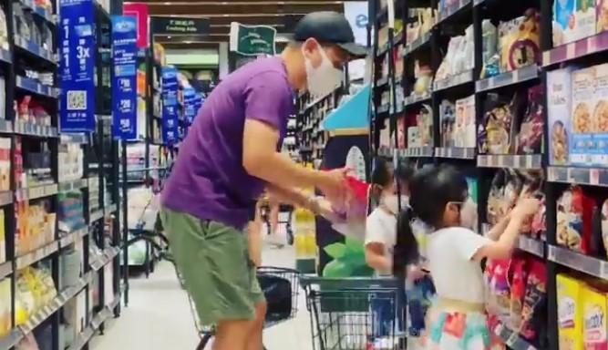 熊黛林老公和女儿逛超市,对女儿温柔有耐心,父女三人背影超有爱