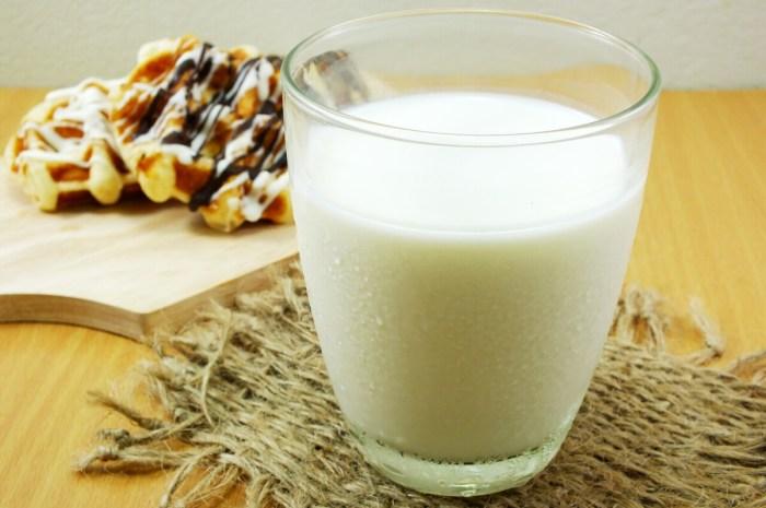 晚上喝牛奶危害很大?为了家人健康,喝牛奶尽量避开这3个误区