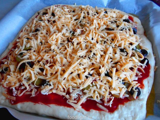 Пицца с курицей и оливками в духовке