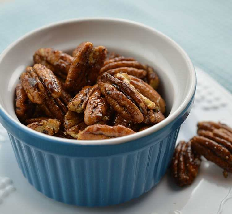 Gorgeous sugar & spice pecans look impressive but take only five minutes to make.