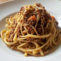 Authentic Italian cooking: Bucatini alla Bolognese (Mì ống sốt bò băm)