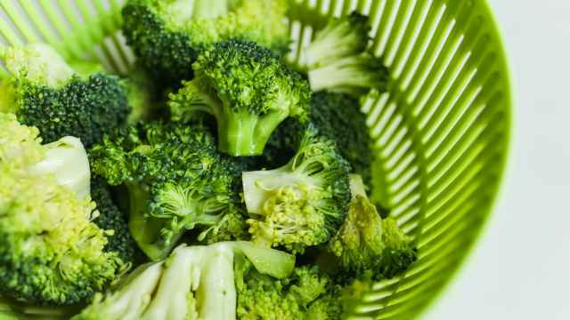 close up photo of broccoli on green tray