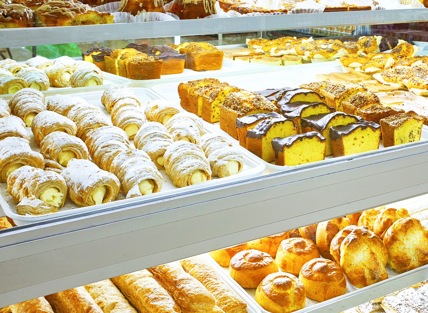 Grocery Store With Fresh In Store Bakery Food Market La Chiquita