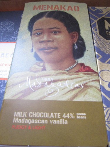 Menakao 44% Milk Chocolate Bar - www.foodnerd4life.com