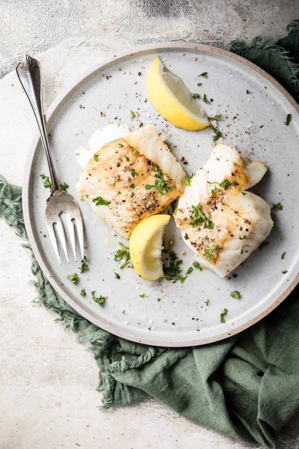 white cod on a plate with lemon