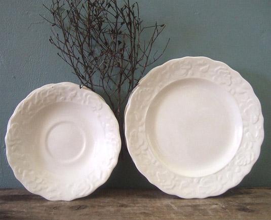 Set of Eight Vintage Creme Plates