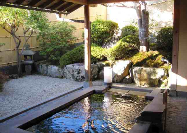 The outdoor onsen (hot spring bath) at Seryo, a ryokan (Japanese inn) in the Ohara region of Japan, an hour north of Kyoto. // FoodNouveau.com