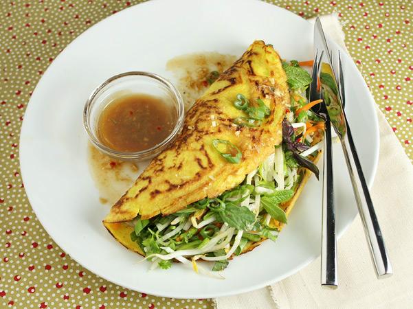 Vegetarian Vietnamese Pancakes // FoodNouveau.com
