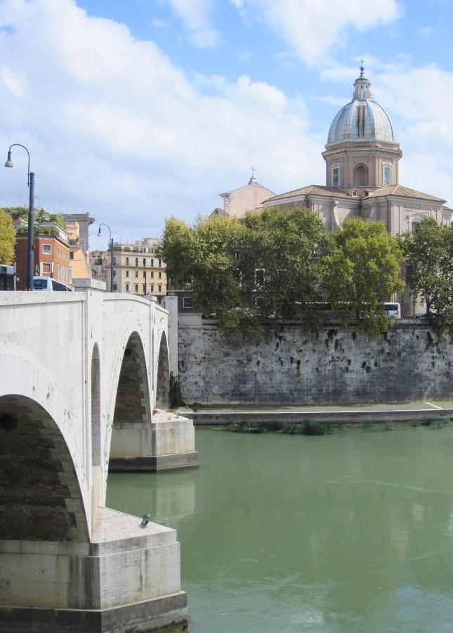 The Tiber River in Rome // FoodNouveau.com
