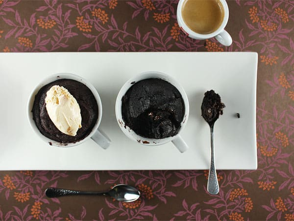 Quick Gooey Chocolate Cakes in a Cup