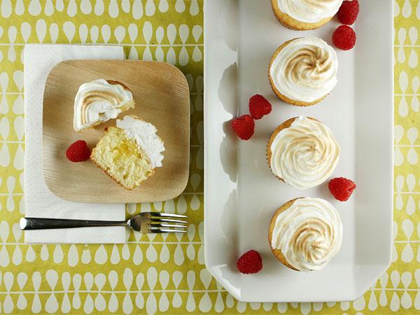Lemon Meringue Cupcakes // FoodNouveau.com