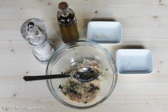 2. Aggiungi grana, pangrattato, olio e sale
