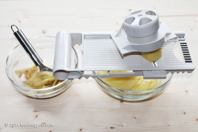 1. Pela le patate e affettale molto sottili