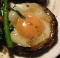 Mushroom baked eggs