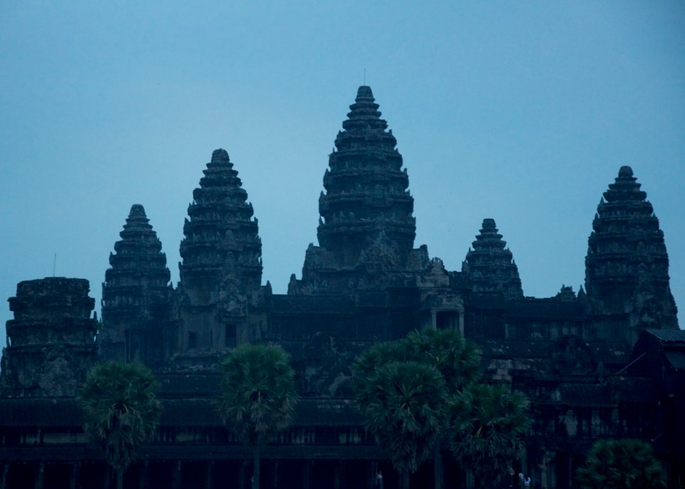 This image has an empty alt attribute; its file name is angkor-wat-960x686.jpg