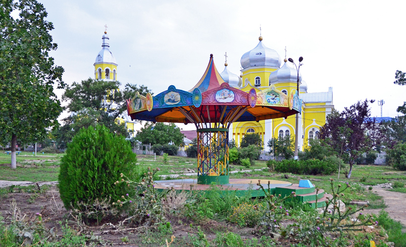 Gagauzia - Comrat - Park and Orthodox Church