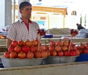 Samarkand - Siyob Bazaar - Pomegranates