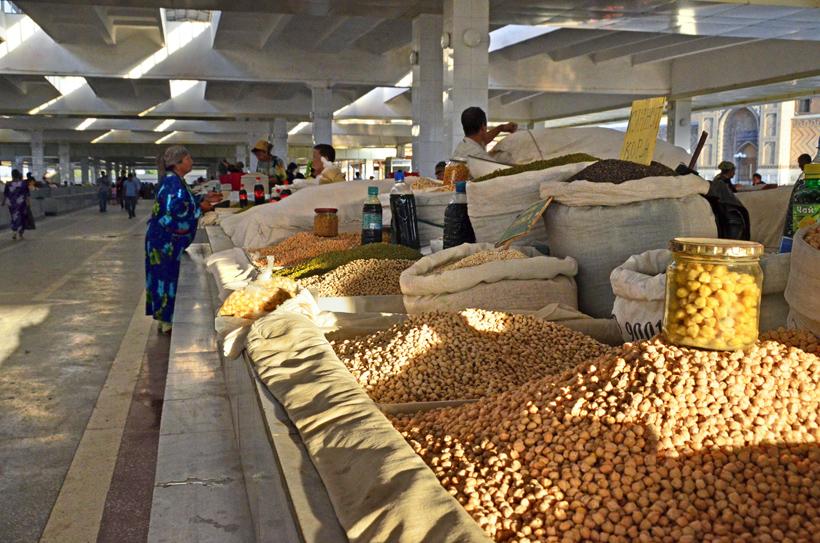 Samarkand - Siyob Bazaar - Chickpeas