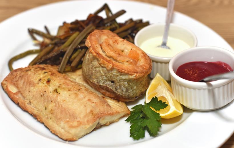 Siberian Cuisine - Omulyovaya Bochka - Omulyovaya Bochka Fish Plate