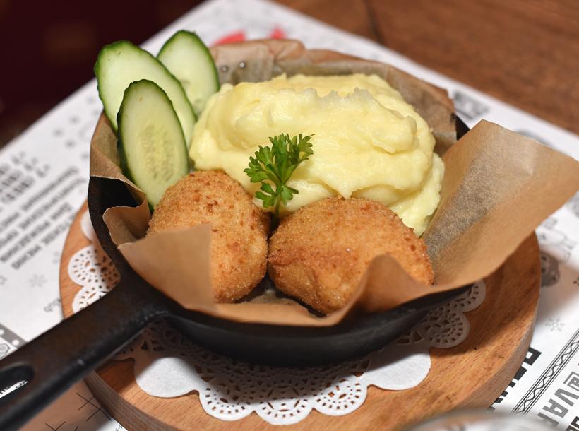 Moscow - Varenichnaya №1 on Novy Arbat - Chicken Cutlets