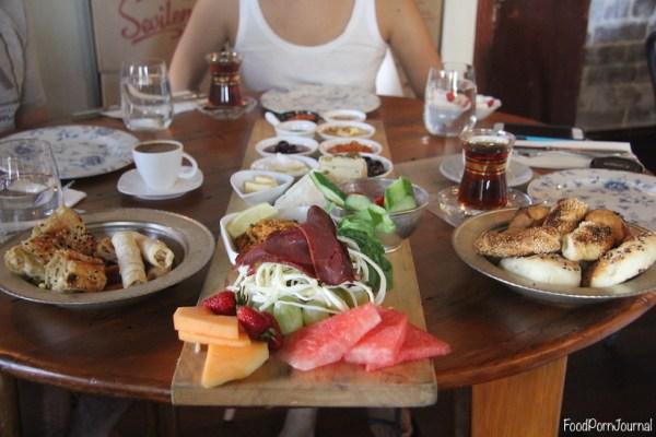 Efendy Balmain van breakfast