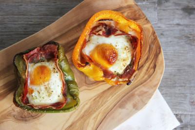 paprika gevuld met serrano ham en ei