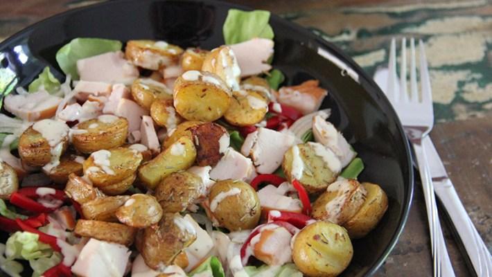 salade met krieltjes en gerookte kip