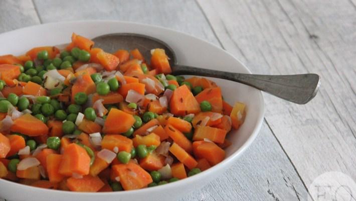 Gestoofde erwtjes en worteltjes