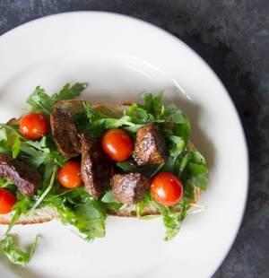 Zuurdesem met biefstukpuntjes