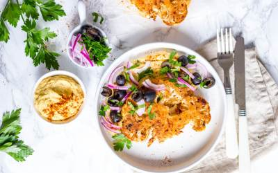 Geroosterde bloemkool met hummus