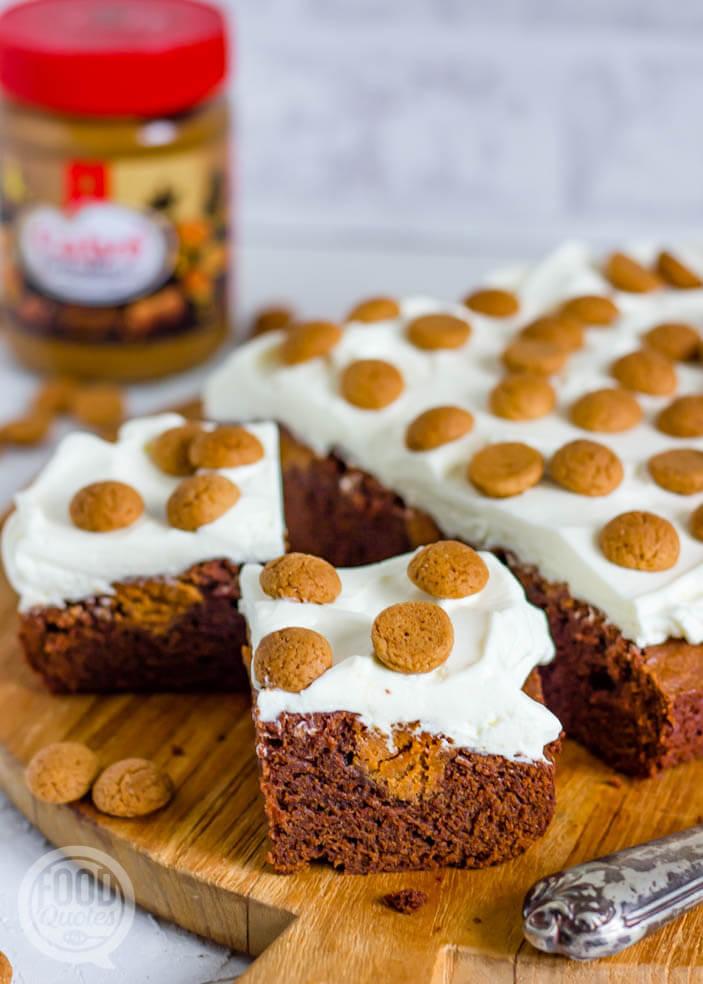 Brownie met pindakaas en kruidnootjes
