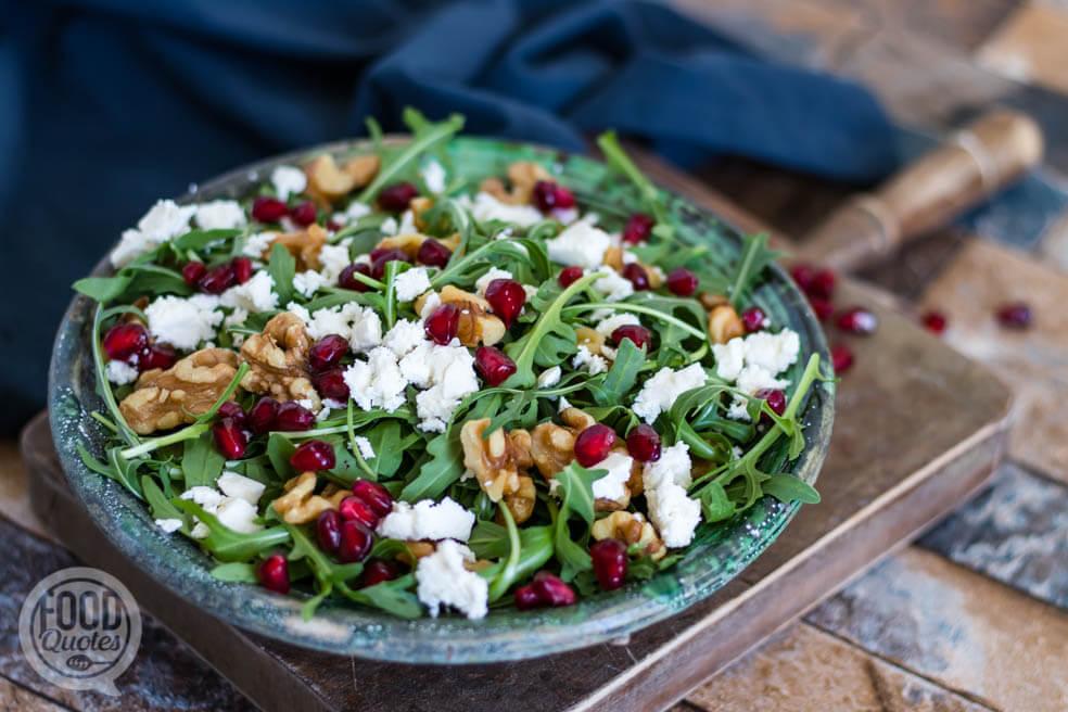 Turkse salade met feta, walnoot en granaatappelpitjes