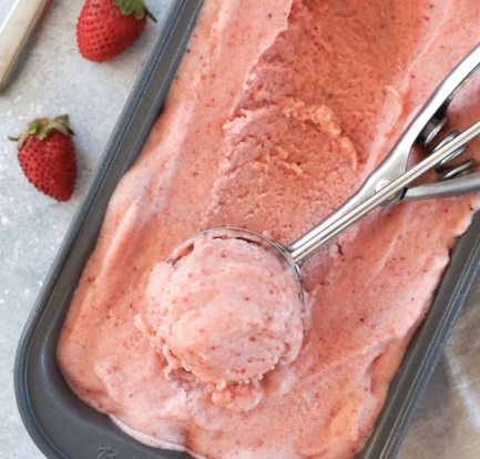 Sugar-free strawberry and banana ice cream – Recipe 1