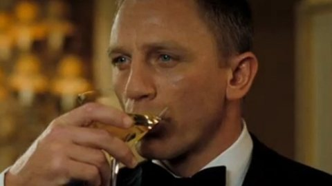 340795-james-bond-and-daniel-craig-and-martini