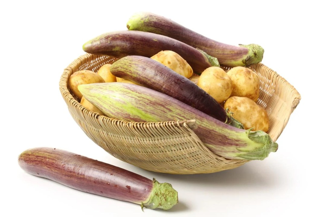 茄子和土豆在籃子裡