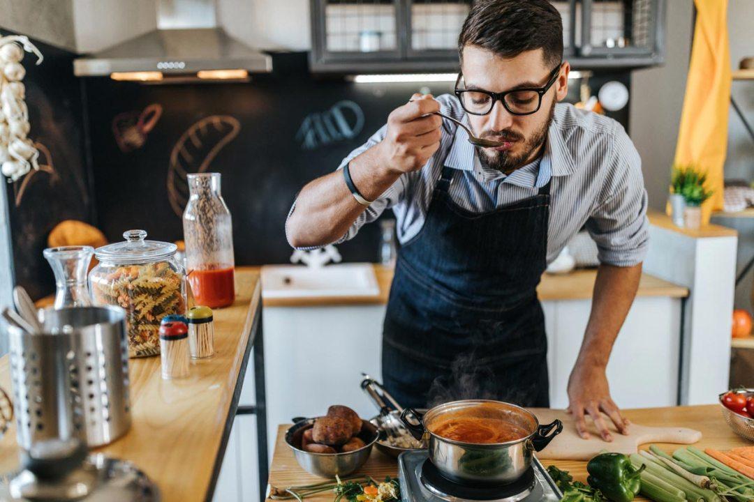 做飯時品嚐食物的人