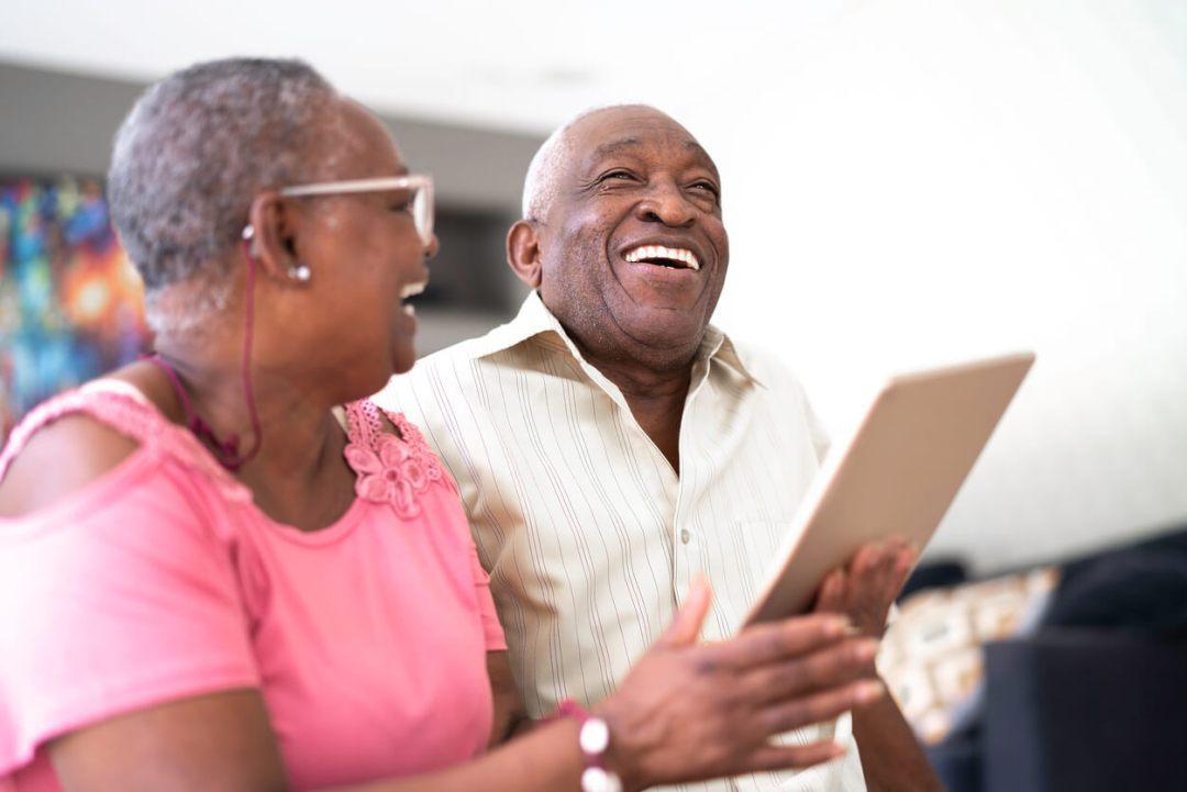 老年夫婦嘲笑iPad