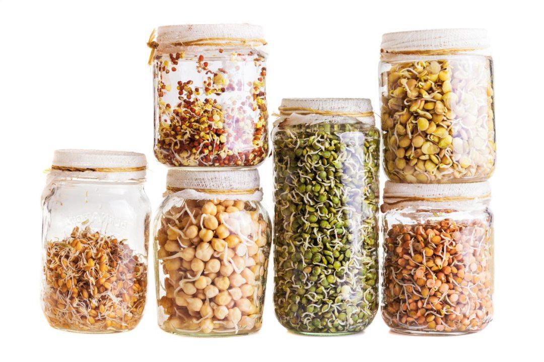 罐子裡的各種穀物