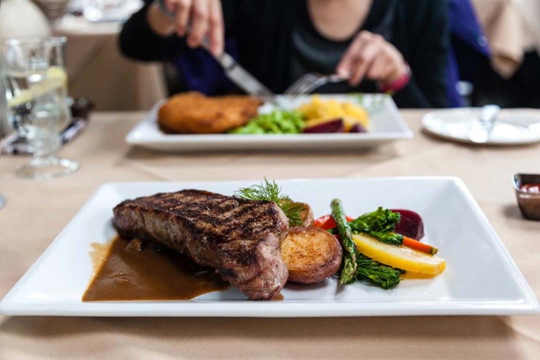 牛排和蔬菜餐