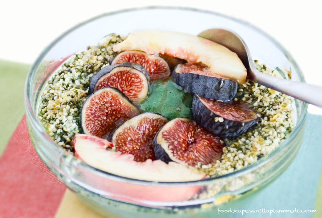 green-energy-smoothie-bowl-with-figs-and-peaches-vegan