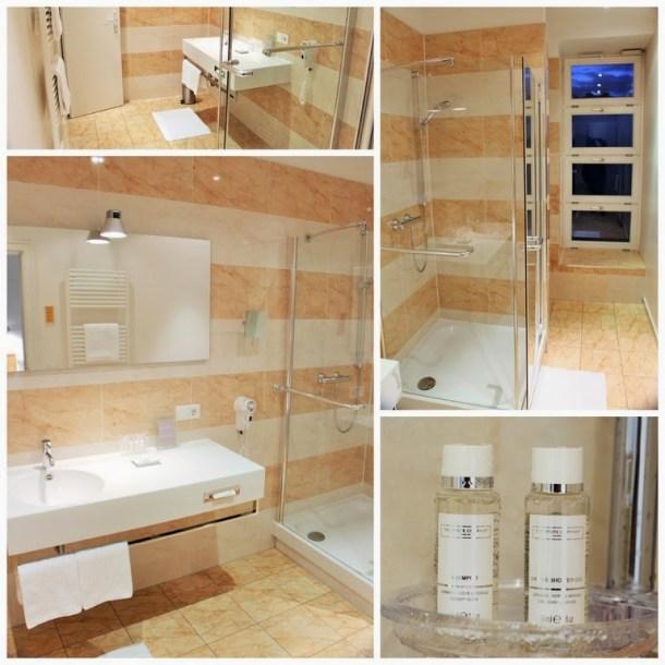 Große einladende Badezimmer, Hotel Stadt Rosenheim, München