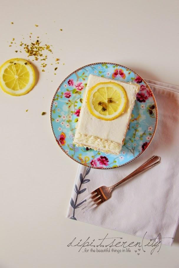 Zitronen-Buttermilch-Torte