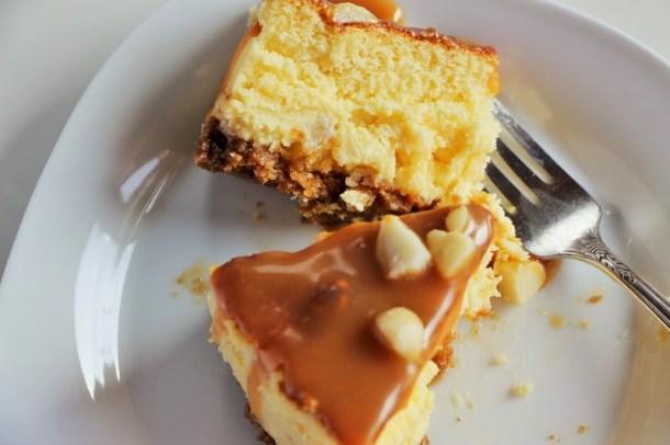 Weiße Schokolade Macadamia Nüsse und Karamel Käsekuchen