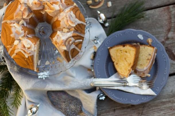 Coconut Macadamia Nut Bundt Cake mit Snowy Rum Glaze