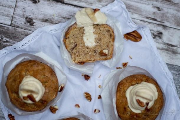 Bananen Nuss Muffins mit Honig Icing