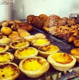 Bollería casera y pastelitos portugueses de crema